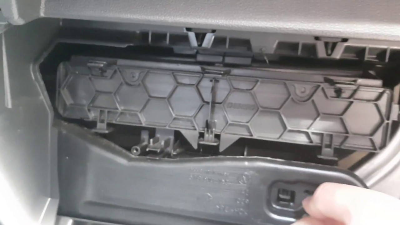 New VW Tiguan II. Замена салонного фильтра. Cabin Air filter change. Pollenfilter wechsel.